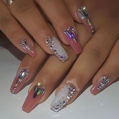 How to choose your fake nails? - My Nails Glam Nails, Fancy Nails, Bling Nails, Nail Manicure, Gel Nail, Nail Polish, Cute Acrylic Nails, Glue On Nails, Acrylic Nail Designs