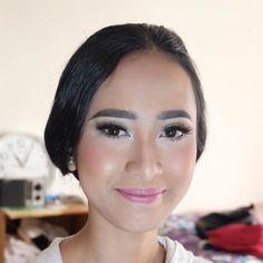 #makeup #hairdo #makeupsoft #makeupparty #makeupartistindo #makeupgraduation #makeup #makeupprewedding #makeupartistjakarta #mua #muajakarta #c#makeupoftheday #makeuplover #makeupartist #makeupaddict #makeupobsessed #instamakeup #privatemakeup #privatemakeupjakarta by elitajohana