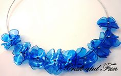 Necklace made with recycled plastic bottle. Photo tutorial available on the blog