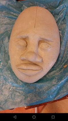 Ik heb hier me ogen, neus en bijna me mond af ik heb het stuk van de neus naar het voorhoofd dikker gemaakt zodat ik later het beter kan bewerken