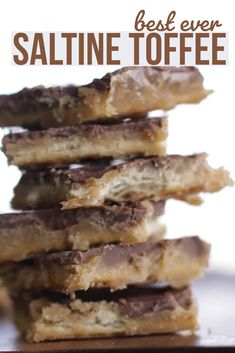 bake sale ideas This saltine cracker toffee is seriously so good. This is one of the best easy snack recipes ever. Saltine toffee is made from saltine crackers and is a delicious treat Candy Recipes, Sweet Recipes, Holiday Recipes, Baking Recipes, Snack Recipes, Snacks, Saltine Cracker Recipes, Saltine Crackers, Ritz Cracker Toffee Recipe