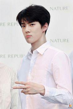 Eu achava que pra ser lindo tinha limites até conhecer Oh Sehun Que homem lindo ♡.♡