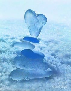 Blue Aesthetic Dark, Rainbow Aesthetic, Aesthetic Colors, Aesthetic Pictures, Heart In Nature, Heart Art, Blue Pictures, Sea Glass Art, Blue Wallpapers