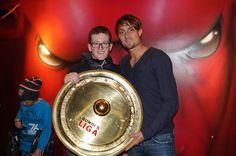 Stefan Ilsanker & ein großer FC Red Bull Salzburg Fan mit dem Meisterteller. Fc Red Bull Salzburg, Captain America, Superhero, Fictional Characters