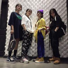 Lấy = Follow #Miinizb Squad Pictures, Korean Friends, Friend Goals, Fashion Group, Squad Goals, Sari, Street Style, Street Fashion, Fitness