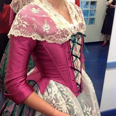 Corpiño filigranes Historical Costume, Historical Clothing, Old Dresses, Vintage Dresses, Fashion Story, Fashion Outfits, 18th Century Dress, Fairytale Dress, Fantasy Dress
