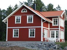 Exterior House Color For the exterior colors, there is something to say, for the tried and tested combinations. This classic residence would probably be irrelevant with any configuration other … Red Houses, Little Houses, House Painting Colour Combinations, Modern Wooden House, Swedish Cottage, Sweden House, Black House Exterior, Gothic House, House Extensions