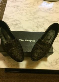 À vendre sur #vintedfrance ! http://www.vinted.fr/chaussures-femmes/chaussures-bateau-and-slips-on/47586580-slippers-the-kooples-38 #thekooples