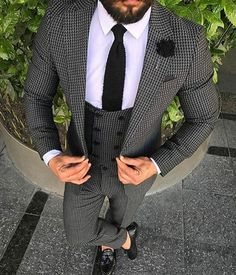 6 Jaw-Dropping Tips: Urban Wear Summer Style urban fashion editorial photo shoot. Mens Fashion Suits, Mens Suits, Fashion Menswear, Black Urban Fashion, Streetwear, Moda Casual, Urban Outfits, Gentleman Style, Wedding Suits