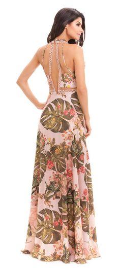 Vestido estampado DIVO, com decote V profundo, recortes na cintura que afinam, detalhes em aviamento no busto e nas costas abertas, saia evasê com volume e fluidez. Os vestidos estampados são nossa no...