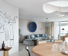 Alicia Holgar deployed shapely curves within this Brisbane apartment, channelling the lines of the Harry Seidler-designed building for its cocooning, art-filled core. Zeitgenössisches Apartment, Apartment Renovation, Apartment Design, Brisbane Apartment, Luxury Home Decor, Cheap Home Decor, Luxury Apartments, Luxury Homes, Loft Apartments
