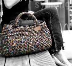 How to crochet sunflowers in # in Tunisian point # Wie man Sonnenblumen in zu im tunesischen Punkt tallermanualperu macht – Modische Taschen How to draw sunflowers in on the Tunisian point tallermanualperu makes - Crotchet Bags, Knitted Bags, Crochet Handbags, Crochet Purses, Crochet Purse Patterns, Crochet Shell Stitch, Macrame Bag, Fabric Bags, Crochet Accessories
