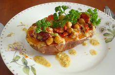 Ik ben echt weg van dit recept. De zoete aardappelmet kikkererwten en tomaatjesheeft een hele unieke en lekkere smaak. Het is best een aparte combinatie, maar juist dat maakt het zo lekker. Zoiet…