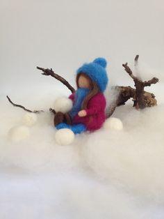 Kind spielt im Schnee klein ~ Jahreszeitentisch - ein Designerstück von DieKleineFilzMaus bei DaWanda