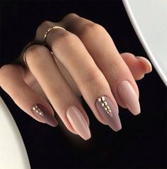 False nails have the advantage of offering a manicure worthy of the most advanced backstage and to hold longer than a simple nail polish. The problem is how to remove them without damaging your nails. Classy Nails, Trendy Nails, Simple Nails, Beautiful Nail Art, Gorgeous Nails, Perfect Nails, Amazing Nails, Beautiful Lips, Mauve Nails