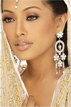 Beautiful Wedding Make-up Looks & Colour Scheme - Lidschatten-Frauenclub Beautiful Eyes, Simply Beautiful, Beautiful People, Beautiful Women, Beautiful Stories, Gorgeous Girl, Absolutely Stunning, Beautiful Bride, Indian Wedding Makeup
