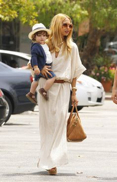 Zoe, with the help of reality TV star Nicole Richie, became the pioneer of the 'boho-chic' look. This look consists of oversized jewelry, loose-fitting dresses and shirts, paired with a slim frame.[8]
