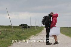 Wedding photo session in mountains - behind the scenes. Romantyczna sesja ślubna w górach. Zdjęcie zza kulis. Sesja plenerowa w Karkonoszach.
