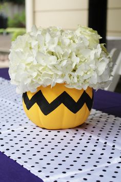 Charlie brown party ideas; charlie brown centerpiece; great pumpkin party ideas More