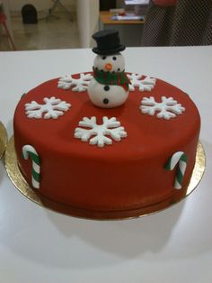 Christmas Cake Designs, Christmas Cake Decorations, Holiday Cakes, Christmas Desserts, Christmas Treats, Christmas Baking, Fondant Christmas Cake, Christmas Cake Topper, Fondant Cakes