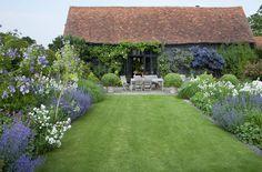 Inspiration Backyard Tom Stuart Smith take the time Diy Garden, Garden Cottage, Dream Garden, Back Gardens, Small Gardens, Outdoor Gardens, Tom Stuart Smith, Garden On A Hill, English Country Gardens