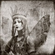 ≍ Nature's Fairy Nymphs ≍ magical elves, sprites, pixies and winged woodland faeries - fae queen Fairy Dust, Fairy Land, Fairy Tales, Vintage Pictures, Vintage Images, Ghost Pictures, Art Magique, Dragons, Retro Mode