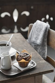 Coffee and chocolate muffin in a cafe I Love Coffee, Coffee Break, My Coffee, Morning Coffee, Coffee Today, Coffee Girl, Coffee Corner, Coffee Scrub, Espresso Coffee