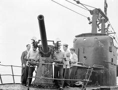 Royal Navy Submarine, Navy Ships, Submarines, Portsmouth, Battleship, Us Army, Preston, Wwii, 24 December