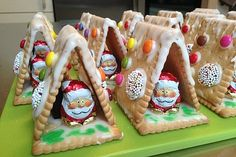 Witches house from butter biscuits- Hexenhaus aus Butterkeksen Christmas house made of butter biscuits - Holiday Baking, Christmas Baking, Kids Christmas, Baking Muffins, Baking Cupcakes, Christmas Food Treats, Christmas Cookies, No Bake Brownies, No Bake Cake