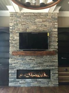 66 extraordinary ideas for a living room with a warm fireplace page 37 Fireplace Tv Wall, Fireplace Remodel, Living Room With Fireplace, Fireplace Design, Fireplace Ideas, Linear Fireplace, Fireplace Modern, Fireplace Stone, Chimney Decor