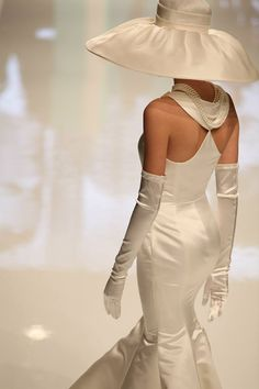 Da noi ogni giorno una novità ..una scoperta un'emozione da vivere insieme, vi aspettiamo in Atelier per vivere le vostre emozioni con voi..... Ecco qualche anticipazione delle collezioni 2015 Nicole! www.tosettisposa.it #wedding #weddingdress #tosetti #abitidasposo #abitidacerimonia #abiti  #tosettisposa #abitidasposa #nozze #abiti da sposo #bride #alessandrotosetti #carlopignatelli #domoadami #nicole #pronovias #alessandrarinaudo# زواج #брак #فساتين زفاف #Свадебное платье #حفل زفاف في…
