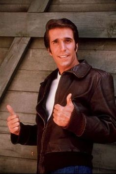 "Henry Winkler (as Arthur Herbert Fonzarelli aka ""The Fonz"" or ""Fonzie"" in TV show, ""Happy Days"". I had the biggest crush on the Fonz! Nostalgia, Happy Days Tv Show, Tv Vintage, Vintage Soul, Vintage Movies, Sean Leonard, The Fonz, Emission Tv, 1970s Tv Shows"