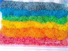 Montessori chez les confettis: Le bac sensoriel riz arc en ciel • Hellocoton.fr