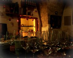 Ebbene!, anche il #CorvoTorvo si è addobbato per osmosi al clima festaiolo; e il rosso - bisogna ammetterlo - gli dona parecchio.  Stasera c'è una gustosa #TRIPPA CON #FAGIOLI ad attendervi... Oltre ad altri speciali del giorno, e oltre al menu alla carta che trovate qui: http://ilcorvotorvo.blogspot.it/2013/11/il-menu-aggiornato.html  Passate a trovarci in Corso Roma 92, #Lanciano . Cra-cra!