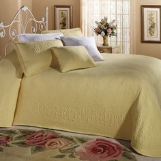 William and Mary II Bedspread in almond