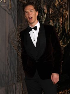 The Hobbit' premiere... is it just me or does it look like Benedict is picking a wedgie?
