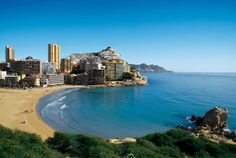 Beaches in Alicante Province worth a visit. In Alicante you will find some of the world's best beaches, and the white coast has no less than 200 kilometers of beaches and they are all together