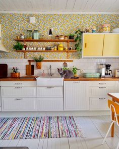 Classy Bohemian Style Kitchen Design Ideas - Page 19 of 48 - Making Your Dream Home a Reality Bohemian Interior Design, Interior Design Kitchen, Shabby Chic Living Room, Shabby Chic Style, Vintage Bohemian, Bohemian Style, Vintage Rugs, Modern Bohemian, Vintage Style