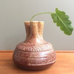 Brun Keramik Vas via RY.AR.YA. Click on the image to see more!
