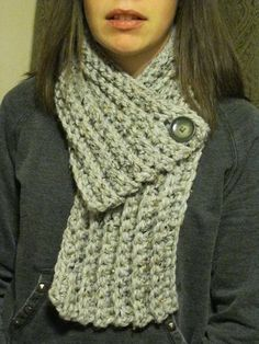 Crochet Patterns Chunky Crocheted Chunky Cowl Scarf with button in light gray marble and gray button. Chunky Crochet, Crochet Poncho, Crochet Scarves, Crochet Clothes, Crochet Granny, Crochet Buttons, Crochet Stitches, Crochet Patterns, Scarf Patterns