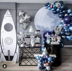 This astronaut party is out of this world 🚀! Boys First Birthday Party Ideas, Boy Birthday Parties, Birthday Balloons, Birthday Party Decorations, Themed Parties, Astronaut Party, Moon Party, Space Party, Space Theme