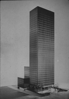 Mies van der Rohe: Seagram Building, Chicago, 1958