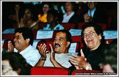 Milton Cardona Con Giovanni Hidalgo Y Ray Barretto tres leyendas y valorarte de la percusion Musica Salsa, Puerto Rico, List Of Artists, Latin Music, Jazz, Musicals, Couple Photos, Singers, Corner