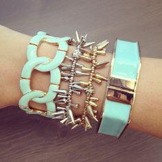 This fabulous arm party of mint & mixed metals can all be yours for under $24! {Regular price: $40} That's right, all four gorgeous bracelets are 40% off this week only! Shop Urban Peach Boutique