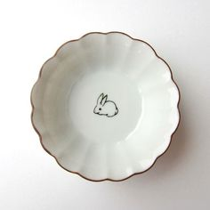 Beautiful and dainty rabbit dish. Would be so sweet for babies first Easter Somebunny Loves You, A Silent Voice, Luna Lovegood, Cool Rooms, Ceramic Pottery, Pottery Art, Little Things, Tokyo Ghoul, Dinnerware