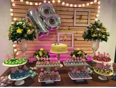 Festa de 18 Anos feminina Simples e Barata – passo a passo Simple and Cheap Women's Birthday Party – Step by Step Birthday Goals, 18th Birthday Party, Gold Birthday, Sommer Pool Party, Pool Party Kids, Birthday Party Decorations For Adults, Pool Party Decorations, Tropical Party, Its My Bday