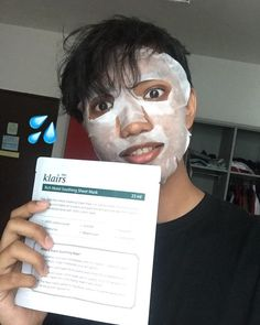 Immediately fall in love with Klairs mask after I tried it! My skin feel so soft and hydrated. This cotton mask fit my face well and it's not sticky, fast absorption!