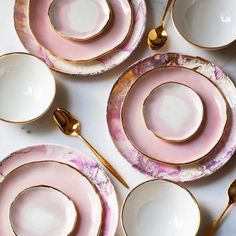 tablescape & color inspiration from @suiteonestudio who mixes vintage flatware & found mid-century plates with her own handmade porcelain plates.