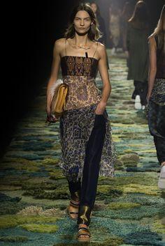 Dries Van Noten Spring 2015 Ready-to-Wear Fashion Show - Karolin Wolter (Next)