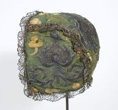1720  Child's cap, Connecticut, USA.